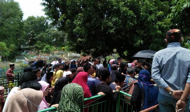 Pemakaman jenazah almarhumah Siti Zulaeha Djafar.