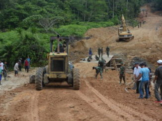 Pembangunan jalandengan program TMMD di Mentawai.