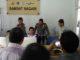 Pengecekan kelancaran aplikasi oleh Kanit Regident Ipda Wi Hadi bersama tim dari Dirlantas Polda Sumbar di Samsat Nagari Air Bangis.