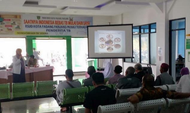 Penyuluhan tentang penyakit TBC di Padang Panjang.