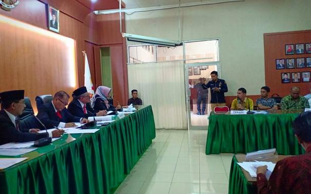 Sidang dugaan pelanggaran kode eitik yang dilaksanakan DKPP RI di Padang.