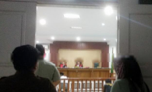 Sidang di PN Bone yang hanya dihadiri dua majelis hakim.