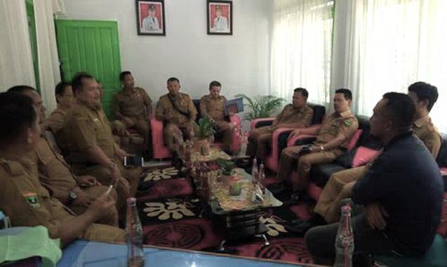 Suasana Pertemuan Kepala SMKN 2 Batusangkar dengan Dinas Perkim-LH Tanah Datar.