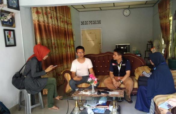 Tim Act Sumbar di rumah keluarga Zul Firmasyah.
