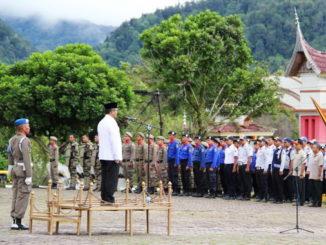 Bupati Gusmal saat memimpin acara.
