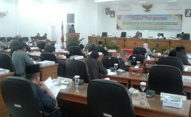 Bupati Tanah Datar Irdinansyah Tarmizi saatmembacakan laporan LKPJ thun 2018.