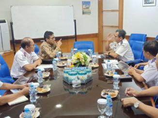 Gubernur Irwan Prayitno dan Kadis Perhubungan Sumbar saat rapat kerja bersama Dirjen Perkeretaapian di Kementerian Perhubungan, Jakarta.