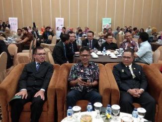 Gubernur Irwan Prayitno saat menghadiri Pelantikan POGI Cabang Sumbar periode 2018-2021.