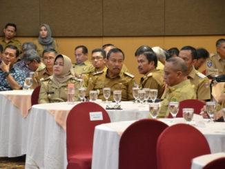 Hj. Andi Kartini Ottong dan wakil kepala daerah lainnya saat menghadiri Gelar Pengawasan Daerah Tahun 2019 di Makassar.