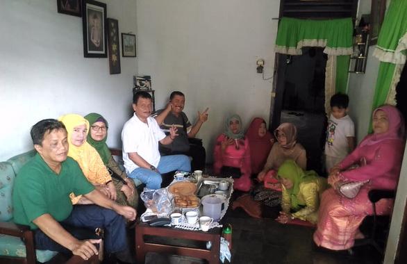 Irmai Hendry bersama alumni SMP Banuaran, Lubuk Begalung Padang.