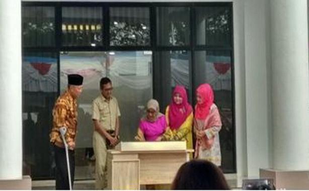 Ketua Dekranas Mufidah Jusuf Kalla meresmikan gedung promosi dan oleh-oleh Kabupaten Tanah Datar, Sumbar.