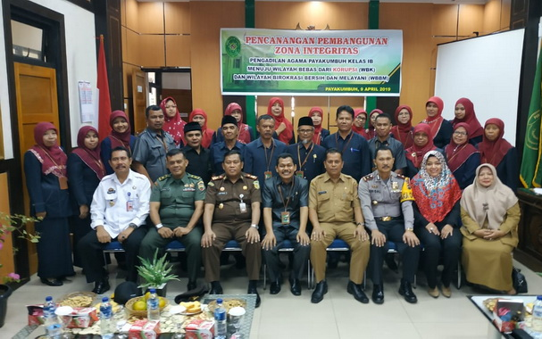 Ketua Pengadilan Payakumbuh bersama stakehorder terkait.
