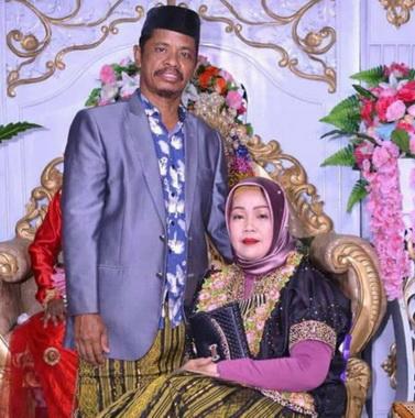 Nai Laidi bersama istri.
