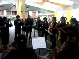 Penampilan orkestra Wessa Group di PDIKM Padang Panjang.