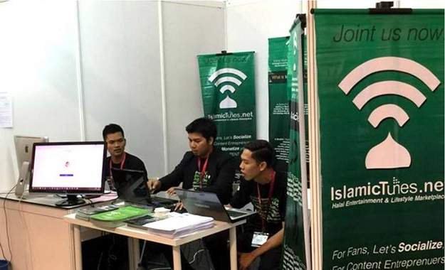 Stand IslamicTunes pada acara content halal.