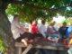 Wabub Nasrul Abit dan nelayan Purus saat berbagi cerita.