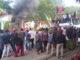 Aksi demo pemuda dan mahsiswa di depan kantor bupati Jeneponto.