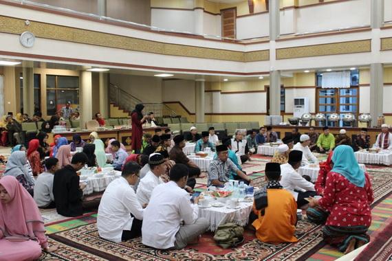 Berbuka bersama di DPRD Kota Padang Panjang.