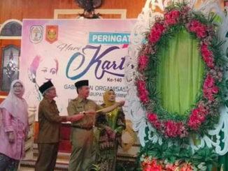 Bupati Adirozal pada peringatan Hari Kartini di Kab. Kerinci.