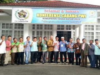 Bupati Irdinansyah Tarmizi bersama Pengurus PWI Sumbar dan Tanah Datar.