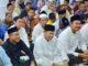 Bupati Sinjai Andi Seto saat shalat tarawehd i Mesjid Nur.
