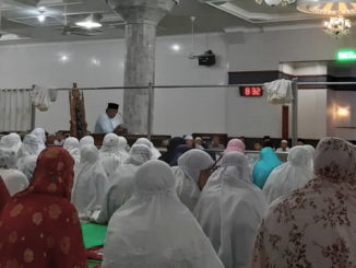 Ervic Rinaldy menyampaikan programpembangunan kota Padang Panjang dihadapan jemaah Masjid Raya Jihad Kota Padang Panjang.