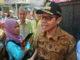 Gubernur Irwan Prayitno saat Operasi Pasar Bawang Putih di Padang.