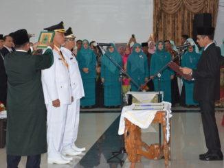 Gubernur Sumbar Irwan Prayitno saat mengambil Sumpah Walikota dan Wakil Walikota Padang