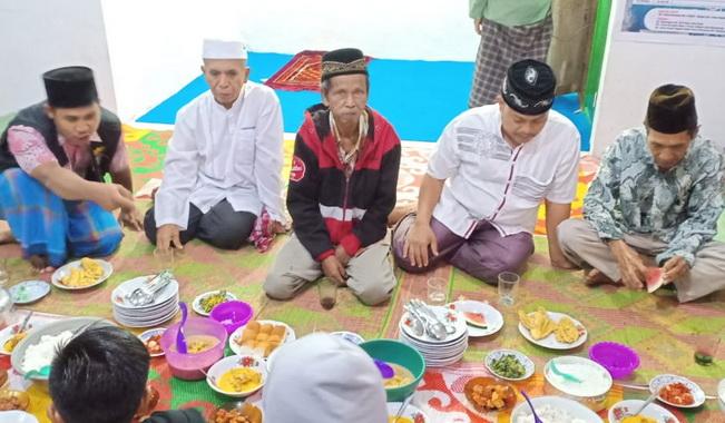 Buka bersama yang dilaksanakan Suku Dalimo.