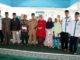 Bupati Sijunjung, Yuswir Arifin (lima dari kiri) berfoto bersama dengan perwakilan penerima bantuan dari Baznas dan dengan pengurus Baznas kabupaten Sijunjung.