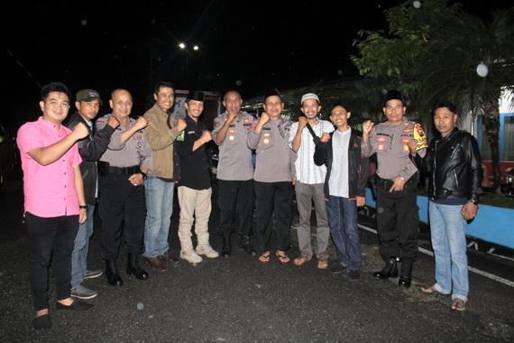 Kapores Solok Arosuka bersama wartawan.