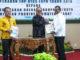 Ketua DPRD Kab. Solok Hardinalis dan Bupati Solok Gusmal menerima Opini WDP dari Pemut Aryo Wibowo.