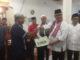 Ketua DPRD Sumbar Ir Hendra Irwan rahim Menyerahkan bantuan Kepada Masdjid Assadiqin Kab 50 Kota
