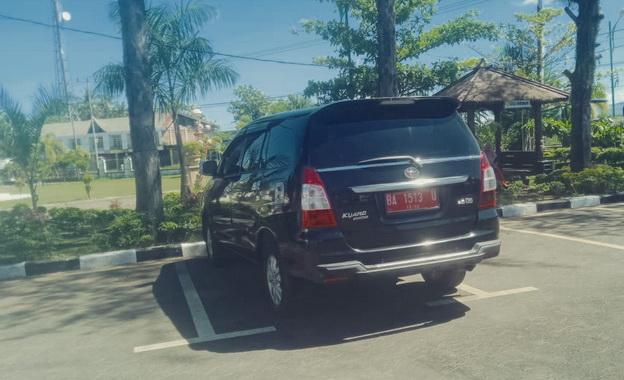 Mobil dinas Pemkab Mentawai yang dipakai untuk keluarga di kota Pariaman.