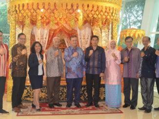"""Nasrul Abit dan Deri Asta saat menghadiri Persiapan Pameran """"Ombilin Coal Mining Heritage of Sawahlunto"""" di Kementrin Luar Negeri Jakarta"""