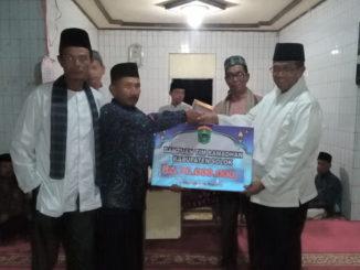 Penyerahan bantuan Pemkab Solok.
