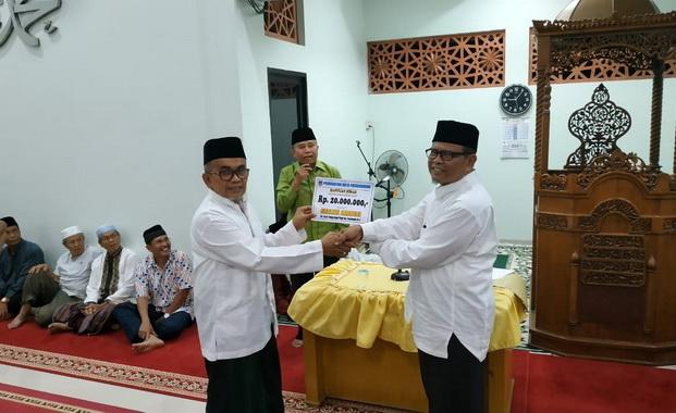 Penyerahan bantuan dari Pemko Payakumbuh.