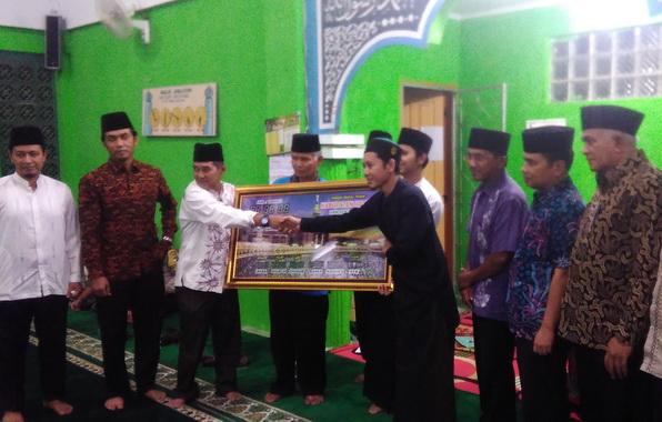 Penyerahan bantuan untuk Masjid Djamaluddin Koto Baru Kab. Solok.
