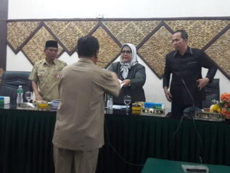 Penyerahan hasil masa Sidang I DPRD Kota Padang.