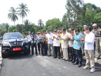 Peresmian pemakaian jembatan di Kayutanam yang ambruk beberapa waktu lalu.