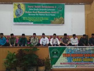 Pesantren Darul Tauhid saat gelar shalawat di Gedung Kubuang 13 Kota Solok.