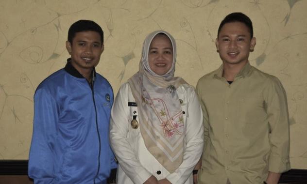 Wabub Hj. A. Kartini Ottong bersama pimpinan Forum Awardee.