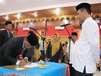 Wako Genius Umar saat melantik sejumlah pejabat di jajaran Pemko Pariaman.