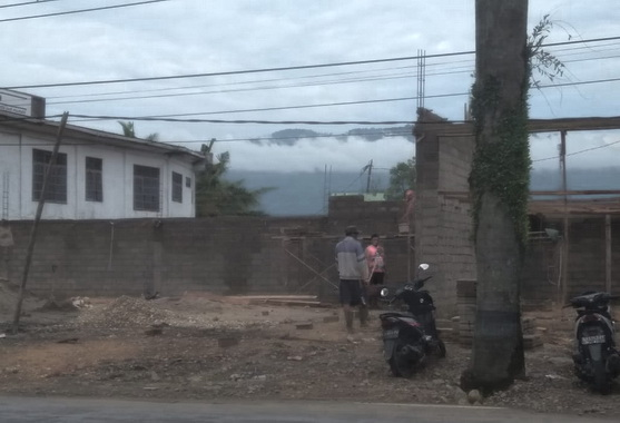 Bangunan yang melanggar aturan di jalan By Pass Kota Solok..