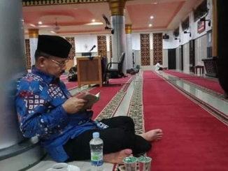 Bupati Ali Mukhni saat I'tikaf.