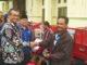 Bupati Gusmal menyerahkan bantuan Viar roda tiga kepala kelompok tani di Kab. Solok.