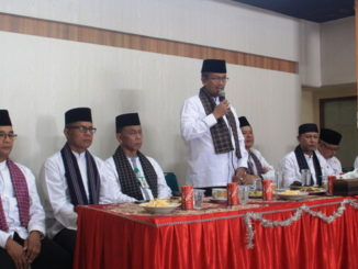 Bupati Gusmal saat memberi sambutan pada Halal Bihalal di BKPSDM Kab. Solok.