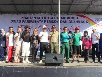 Foto bersama usai launcing Car Free Day di Payakumbuh.