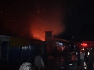 Pasar Alahan Panjang saat dilalap sijago merah.