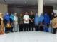 Pendidik berprestasi Payakumbub bersama Kadis Dikbud setempat.